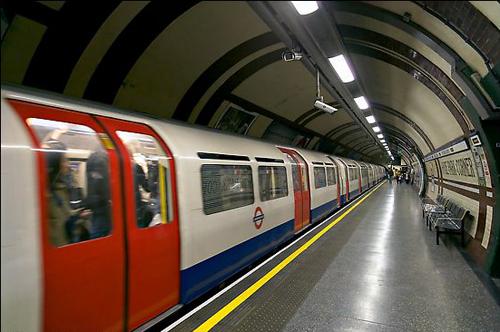 Tàu điện ngầm ở Anh