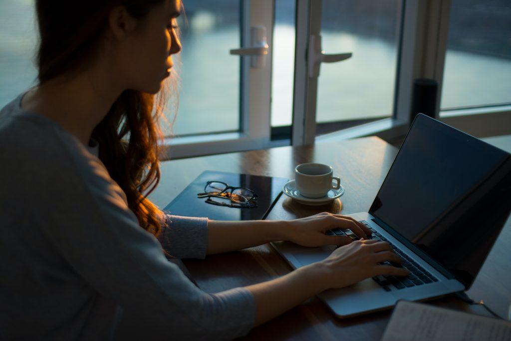 Cuối cùng, thường xuyên giữ liên lạc với văn phòng sinh viên quốc tế để cập nhật thông tin về học kỳ mùa thu 2021.