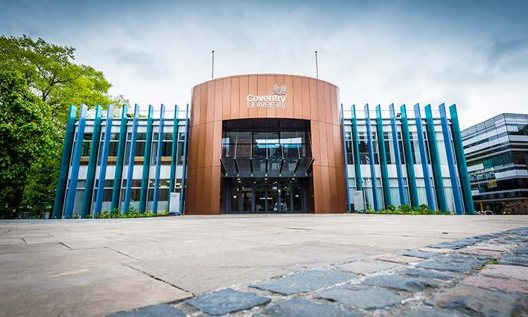 Tuy Đại học Coventry có mức học phí thấp nhất, trường được xếp hạng 571-580 trong QS World University Rankings 2019 và là một trong những trường đại học phát triển nhanh nhất ở Anh