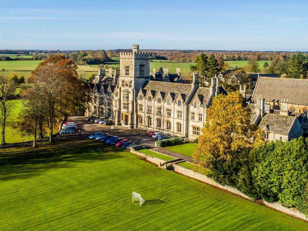 Đại học Royal Agricultural có mức học phí thấp tại Anh.