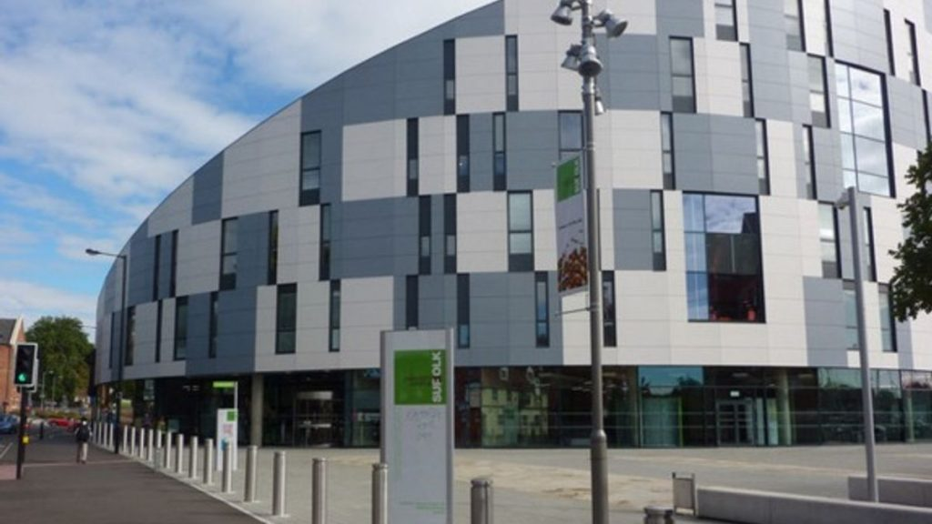 Đại học Suffolk với mức học phí thấp ở Anh