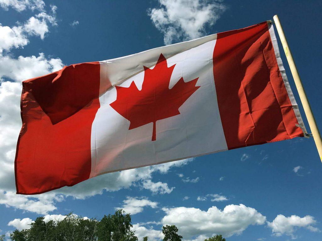 Cờ Canada với biểu tượng lá phong đặc trưng