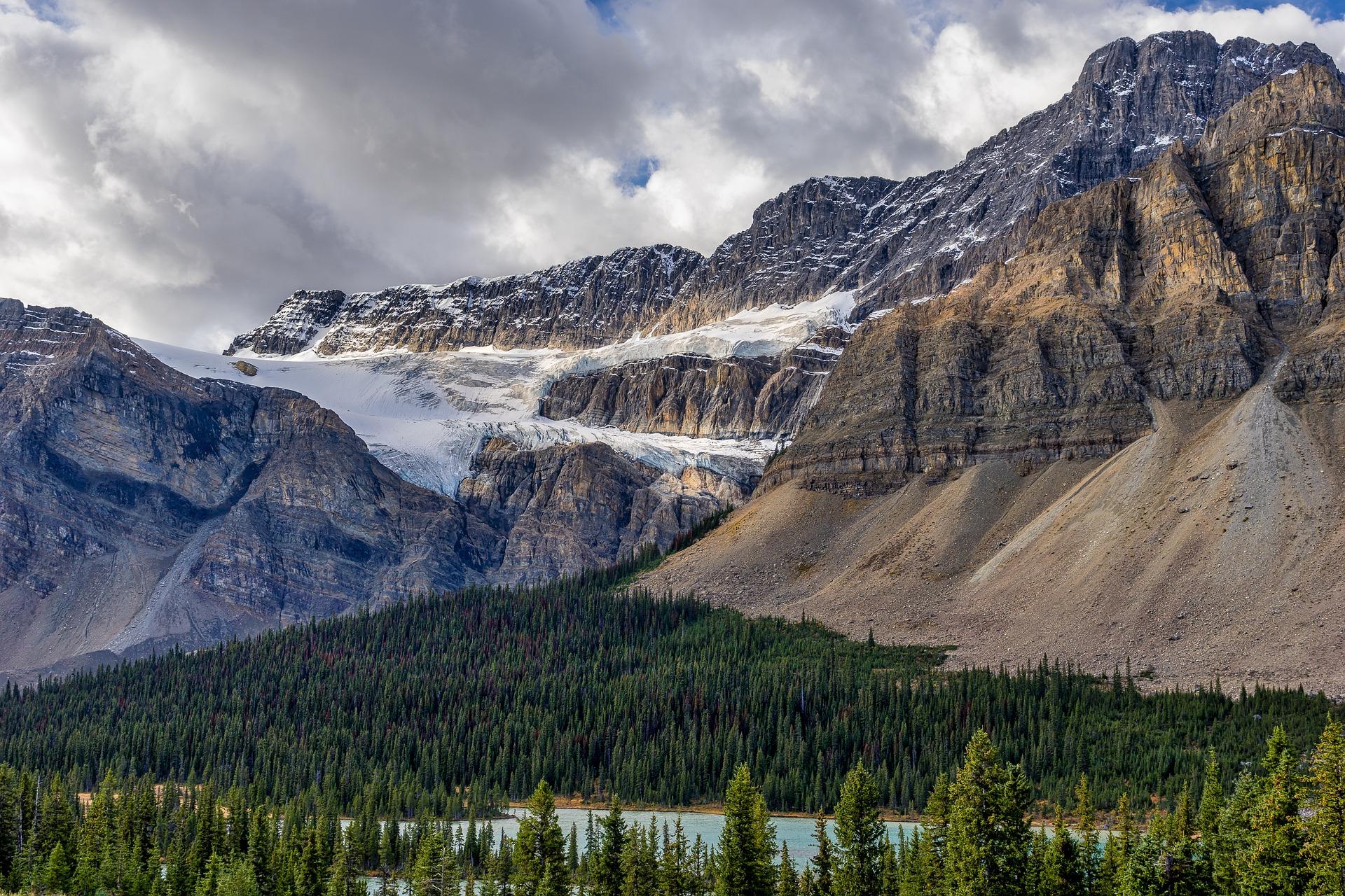 mountains-5842346_1920