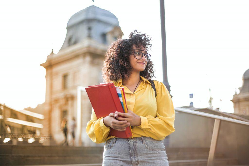 Nhận được thư mời nhập học đồng nghĩa với bạn đã hoàn thành hơn 60% quy trình thủ tục du học Canada.