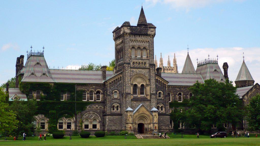 Đại học Toronto tọa lạc tại thành phố Toronto Canada